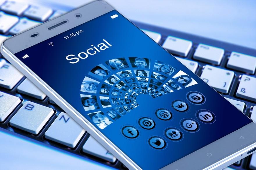 social media on smart phones