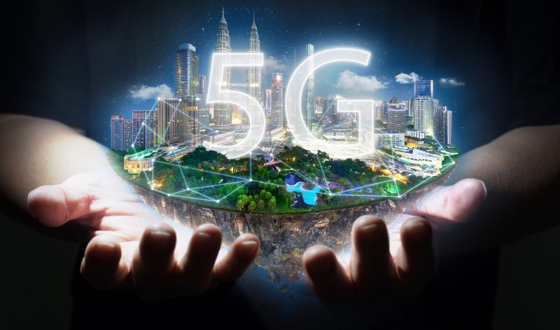 discussion of pros and cons of 5G